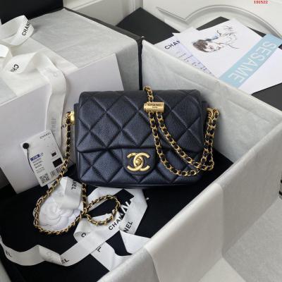 Chanel  21K最新爆款Mini  方胖子AS2855经典菱格口盖包  饰以金色链子与按钮设计坠饰 肩带可调节长短 香润饰手袋 脱颖而出 演绎永恒优雅 尺寸 19x13x6cm